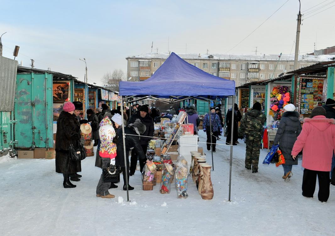 Торговые центры и рынки Казахстана продолжают работать во время ЧП