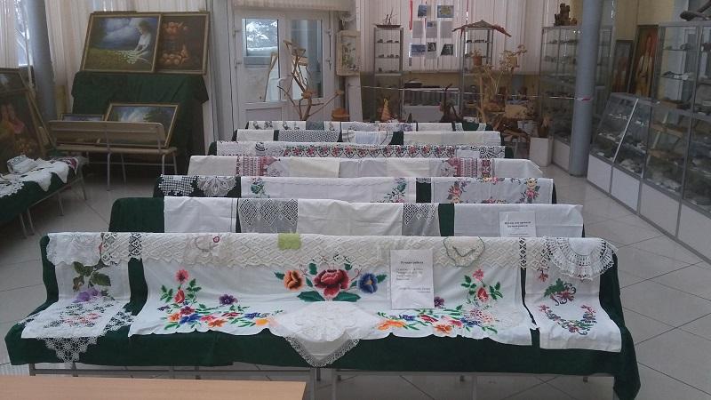 В Петропавловске работает выставка старинных изделий ручной работы