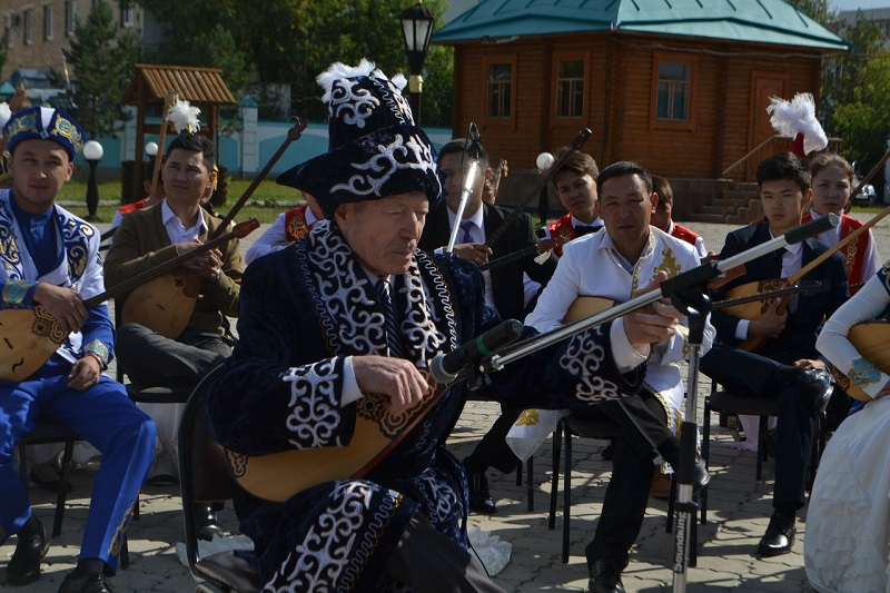 В Петропавловске прошёл фестиваль домбристов «Домбра-фест»