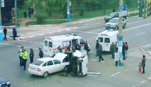 В центре Петропавловска в результате ДТП перевернулась «Нива»