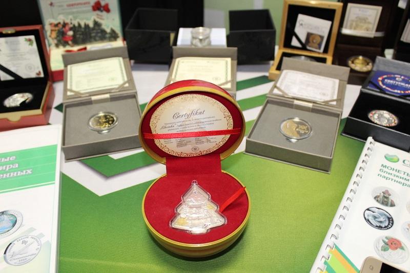 Бумажные тиынки и новогодние монеты представили на выставке в Петропавловске