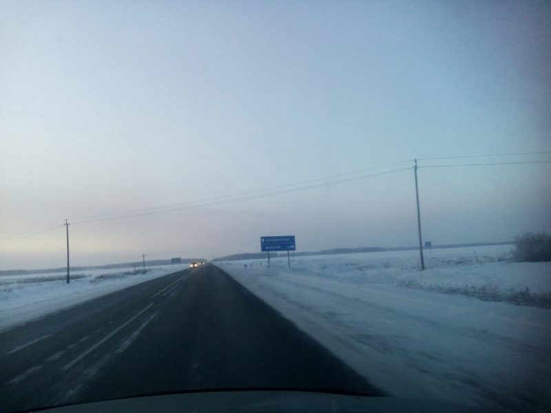 Колонну из автомобилей сопроводили полицейские до Петропавловска в непогоду