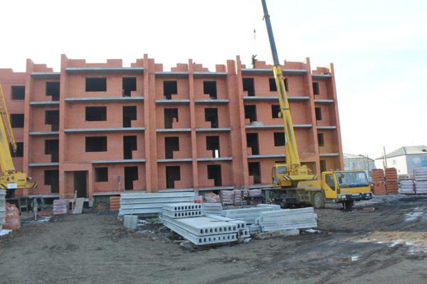 Аким СКО рекомендует строить дома из местных материалов