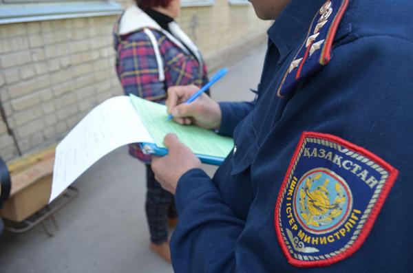 В Петропавловске полицейские и представители Палаты предпринимателей проводят внезапные рейды по местам стихийной торговли