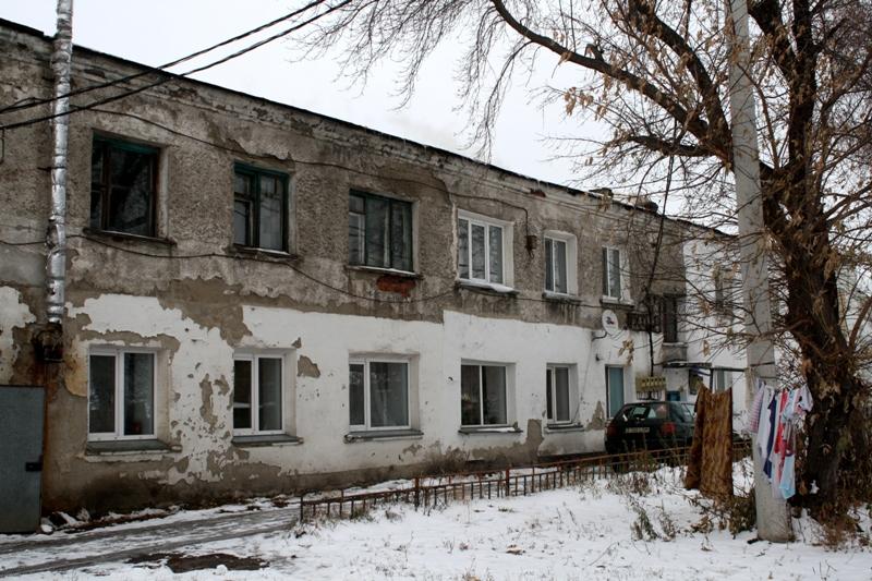 Ночевать в шапках приходилось жителям двухэтажки в Петропавловске