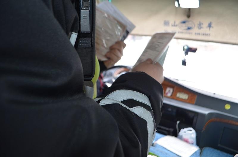 В СКО за три дня  92 водителя автобусов оштрафовали за разговор по телефону