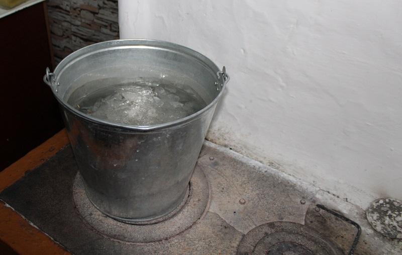 В Северо-Казахстанской области жители села Дубровное пьют воду из озера (видео)