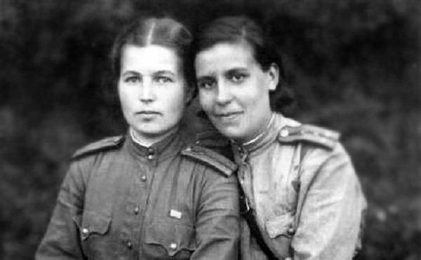 Кольцо Сталинграда на женской руке
