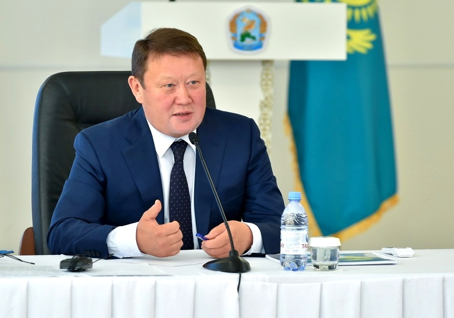 Кумар Аксакалов запретил североказахстанцам ходить в магазин без маски