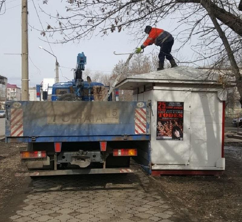 В Петропавловске незаконно демонтируют газетные киоски
