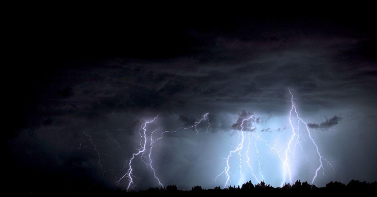 На севере Казахстана объявили штормовое предупреждение из-за грозы
