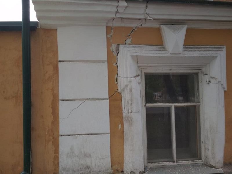 В Петропавловске продолжает разрушаться отреставрированный Дом невесты