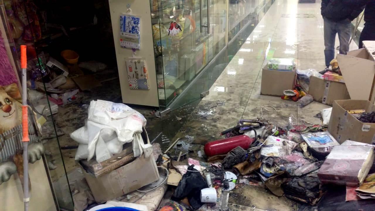 В Петропавловске произошёл пожар в торговом центре: есть пострадавшие