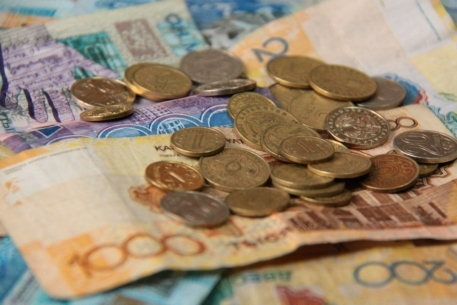 Как казахстанцы будут получать зарплату во время ЧП