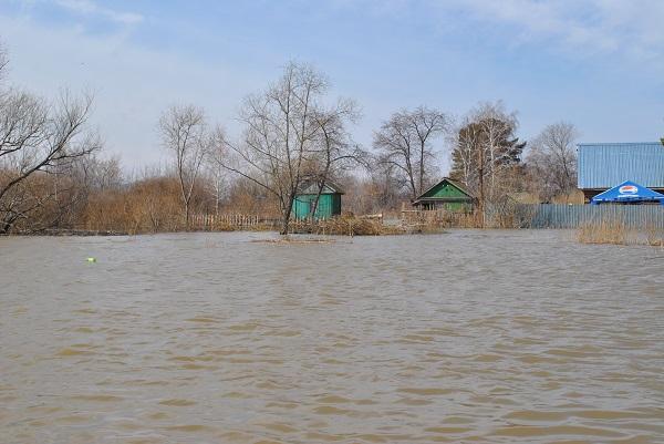 На севере Казахстана жители села остались без электричества из-за паводка