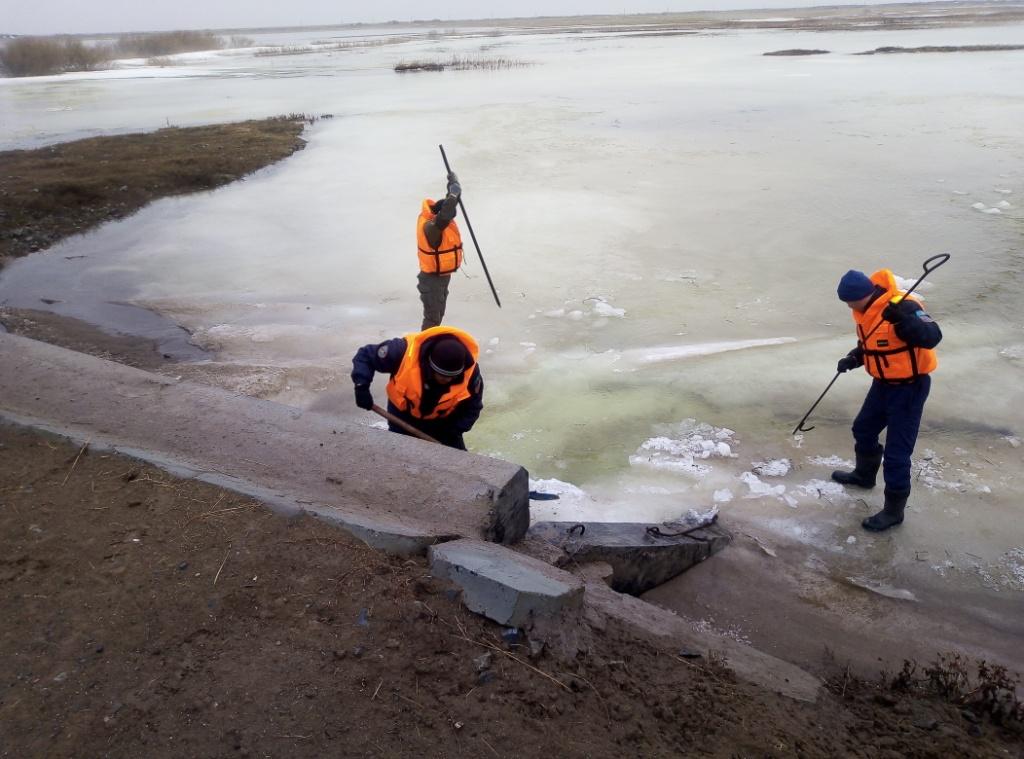 На севере Казахстана в трёх районах произошли переливы через дорогу
