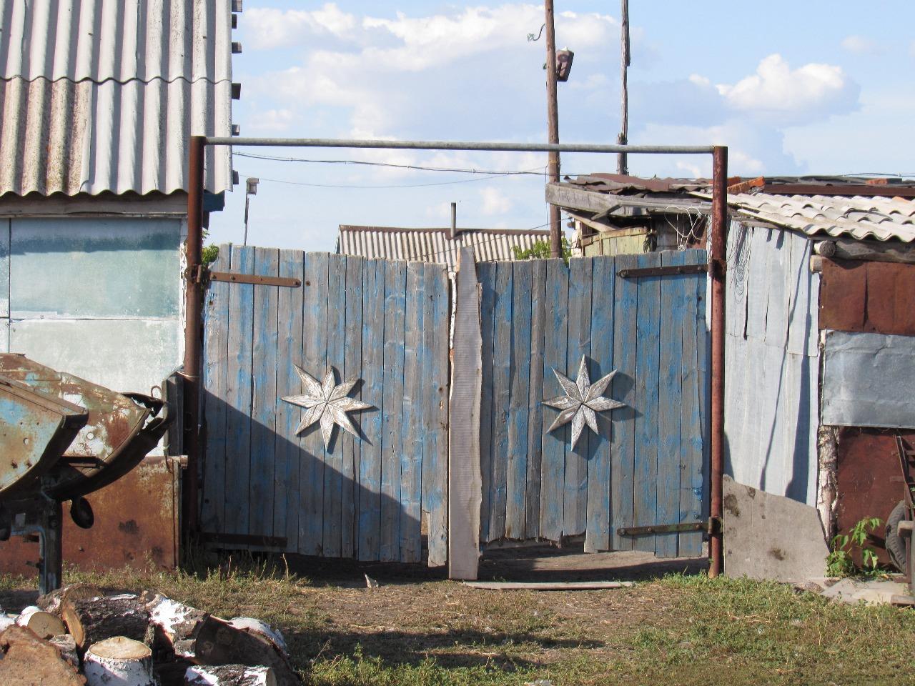 Петропавловск: магия на воротах и стенах