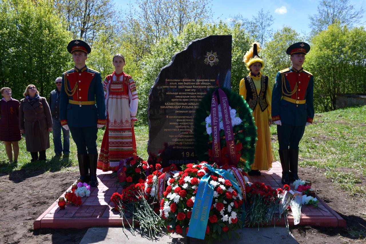 Ветераны североказахстанской полиции  побывали на открытии памятника в городе Кингисепп