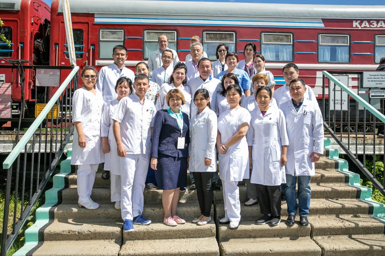 Жителей отдалённых сёл на севере Казахстана обследуют столичные медики