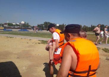 На пляже Петропавловска горожане спасли шестилетнюю девочку