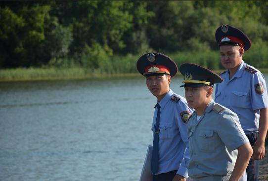 Жителей Петропавловска наказывают за купание в неправильных местах
