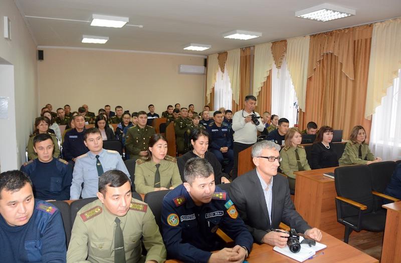 На взятке 1200 долларов поймали госслужащего на севере Казахстана