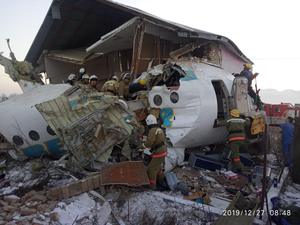 Авиакатастрофа под Алматы: 100 человек на борту