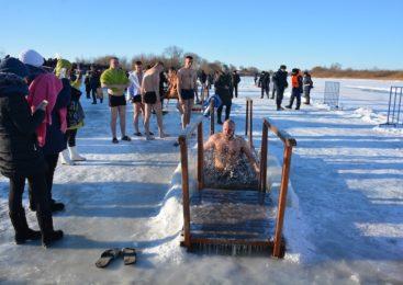 На севере Казахстана окунулись в прорубь больше 30 тысяч человек