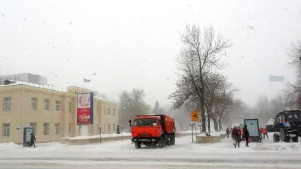 В Петропавловске уличили коммунальщиков в незаконном складировании снега