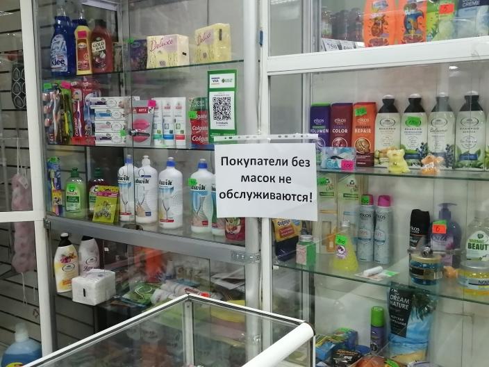 Жители Петропавловска торгуют масками при входе в магазины