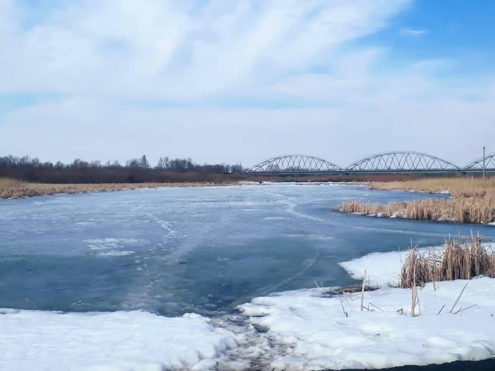 Североказахстанцев просят воздержаться от рыбалки из-за тонкого льда