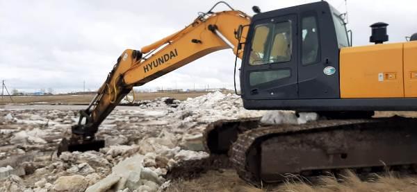 Паводок-2020: На севере Казахстана  дробят и режут лёд  во избежание заторов