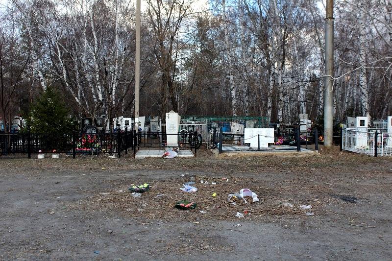 В Казахстане отменили богослужения на кладбищах в Родительский день