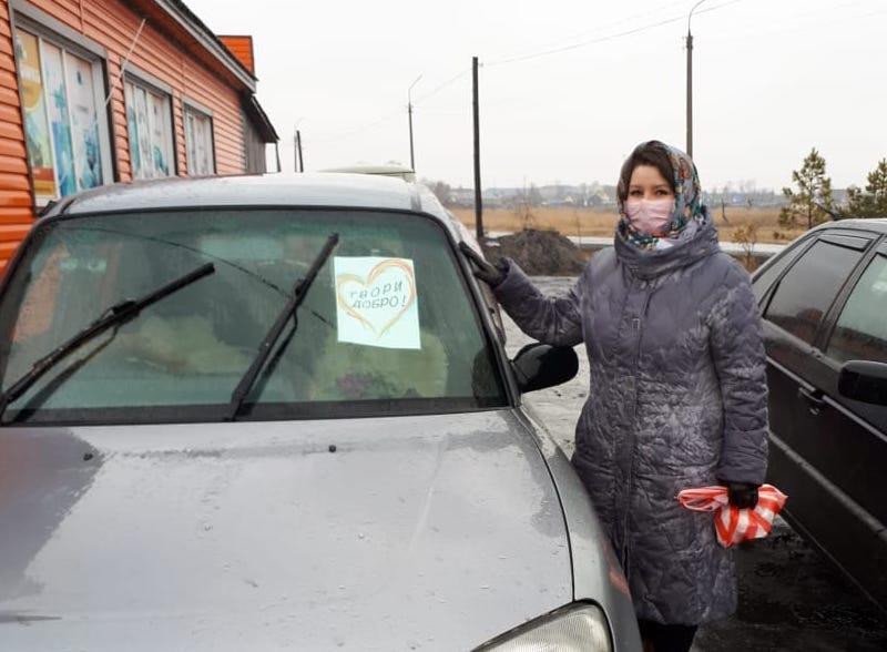 Энтузиасты на севере Казахстана шьют и бесплатно раздают маски