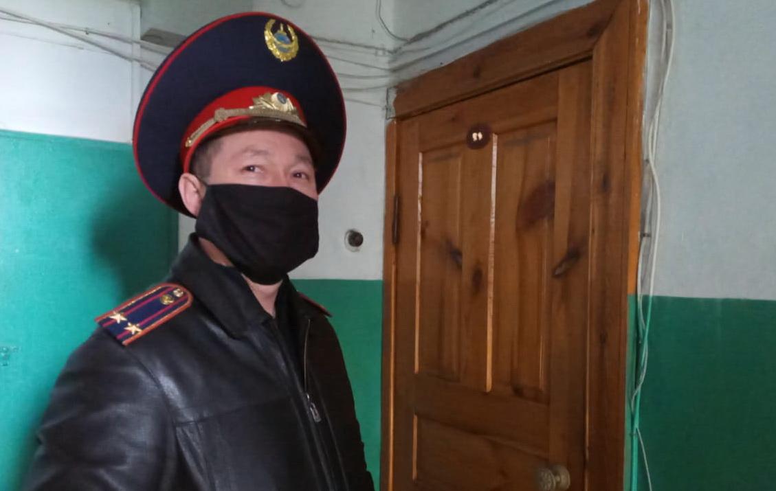 Труженицу тыла во время карантина поддержали североказахстанские полицейские