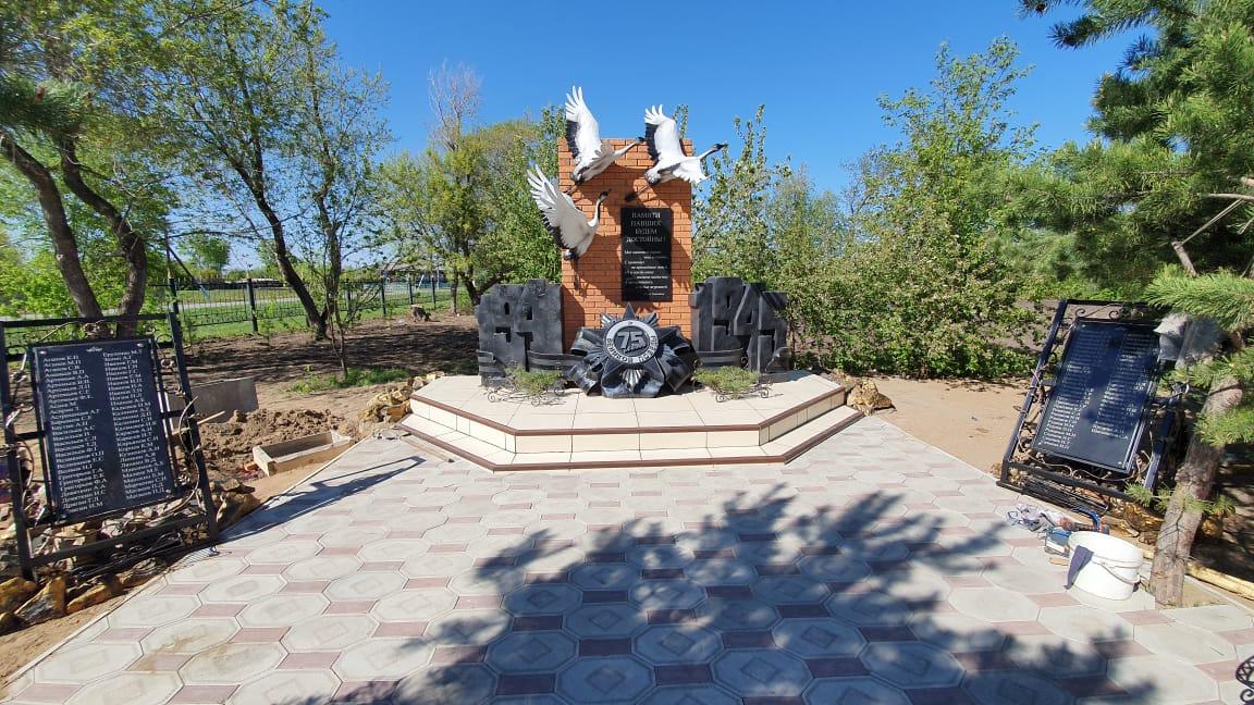 Предприниматель из Петропавловска построил обелиск в честь 75-летия Победы