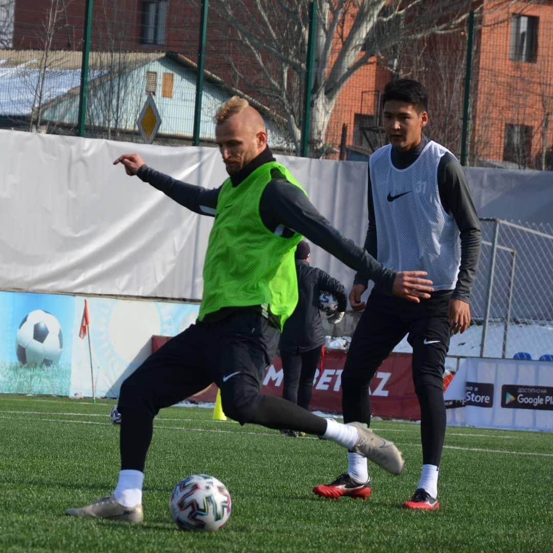 Футбольный клуб Петропавловска возобновил тренировки на поле