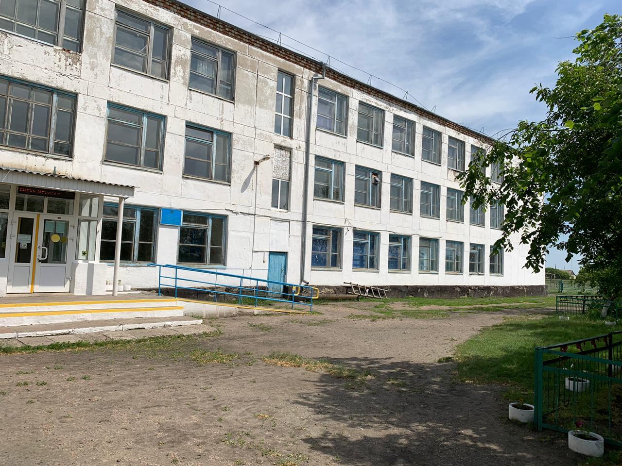 Школьники на севере Казахстана мечтают о тёплых и сухих классах