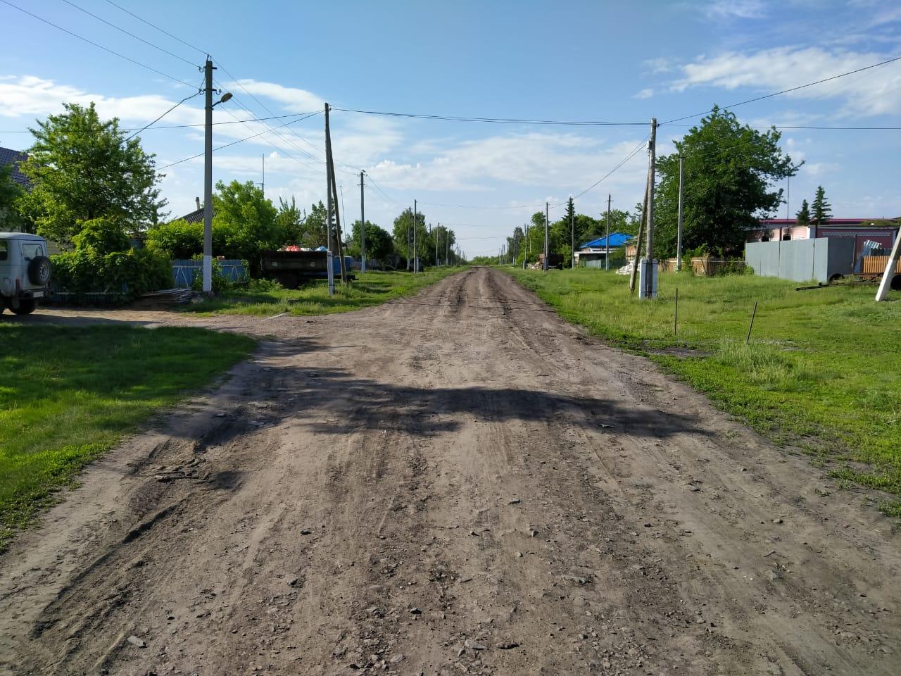 Жители деревни на севере Казахстана скинулись на новую дорогу
