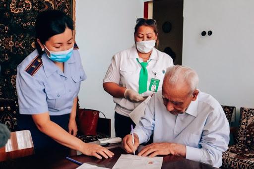 Свыше 700 госуслуг получили североказахстанцы на дому