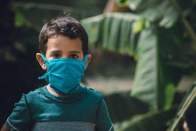 Ходить в школу без масок ученики смогут лишь через несколько лет, считают эксперты