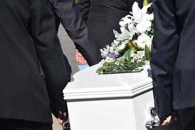 Разобраться с ростом цен на ритуальные услуги поручил Токаев