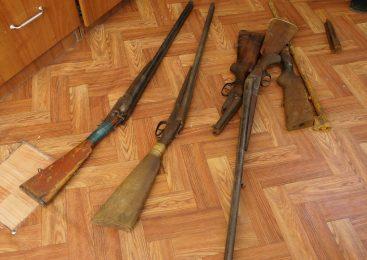Житель Петропавловска нашёл в подвале дома четыре охотничьих ружья и обрез