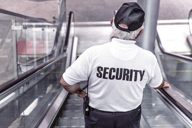 Почти треть казахстанских охранников берут кредиты в банках и МФО — исследование