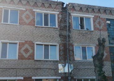 Чиновники два года обнадёживали североказахстанцев ремонтом дома по недействующей госпрограмме