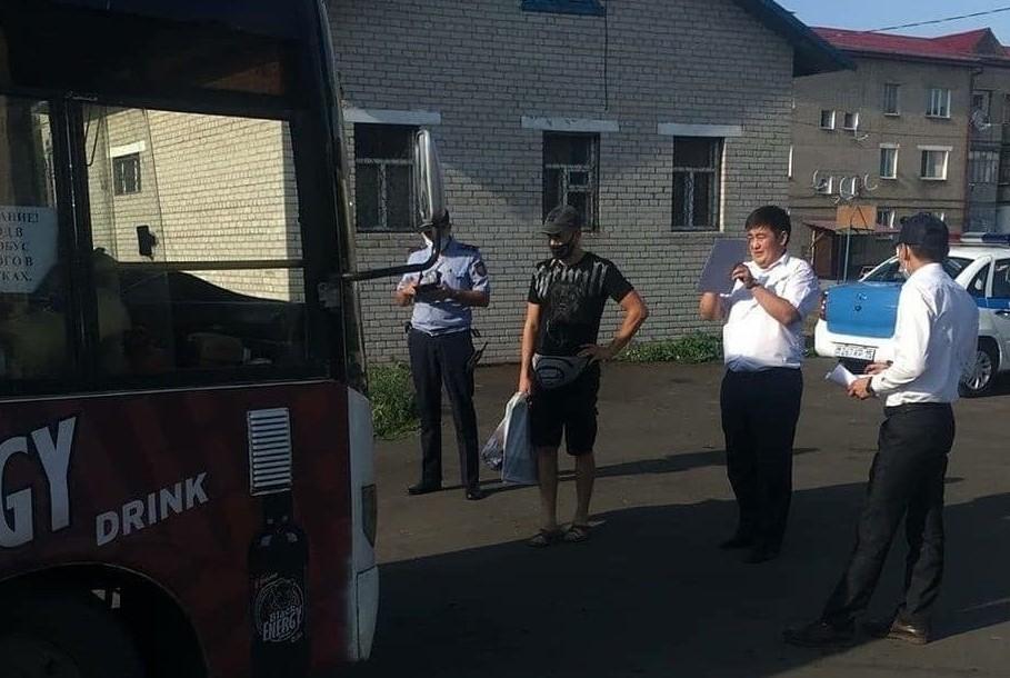 В Петропавловске могут по-крупному оштрафовать чиновника за проверку автобусов без маски