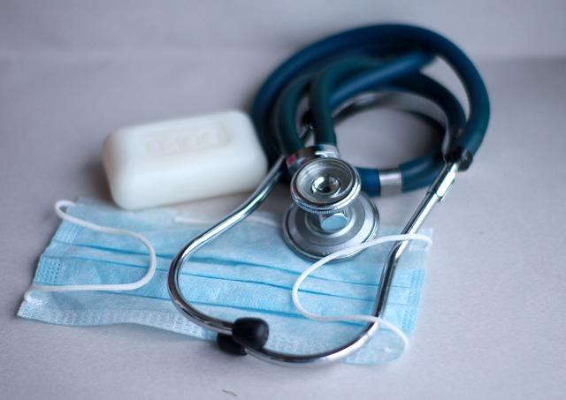 Из-за оплаты ЕСП более 700 тысяч казахстанцев остались без медицинской страховки