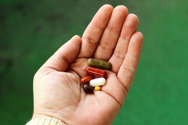 Казахстанцам с COVID-19 на дому пообещали бесплатные лекарства