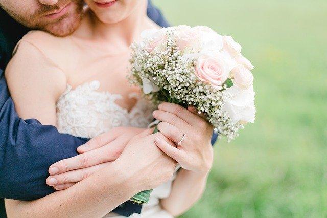На севере Казахстана выписали протокол за венчание новобрачных во время карантина