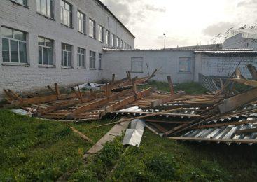 На севере Казахстана школа осталась без крыши из-за сильного ветра